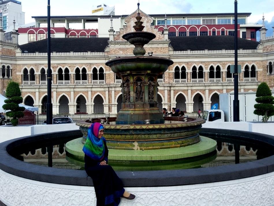 Victoria Fountain (model : Kak Lia)