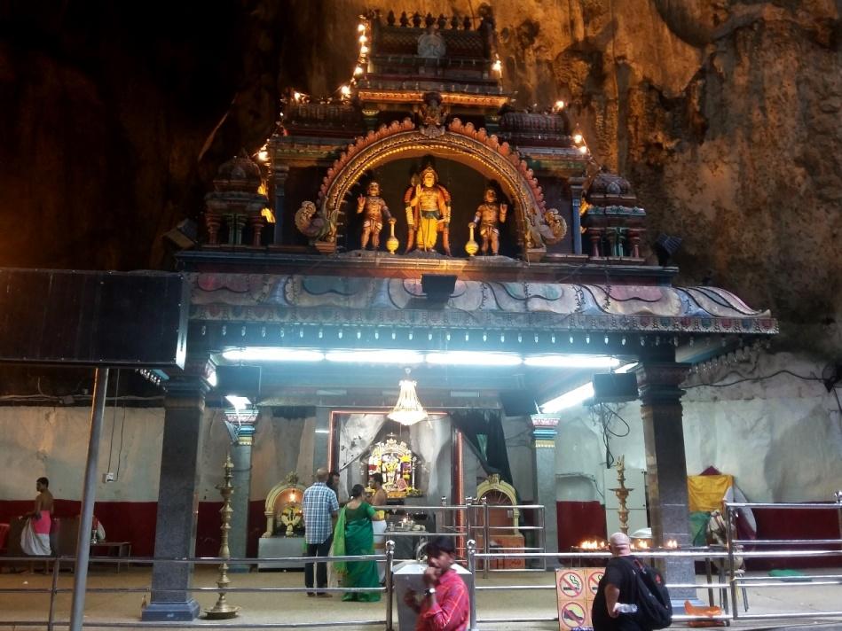 Kuil di dalam Gua