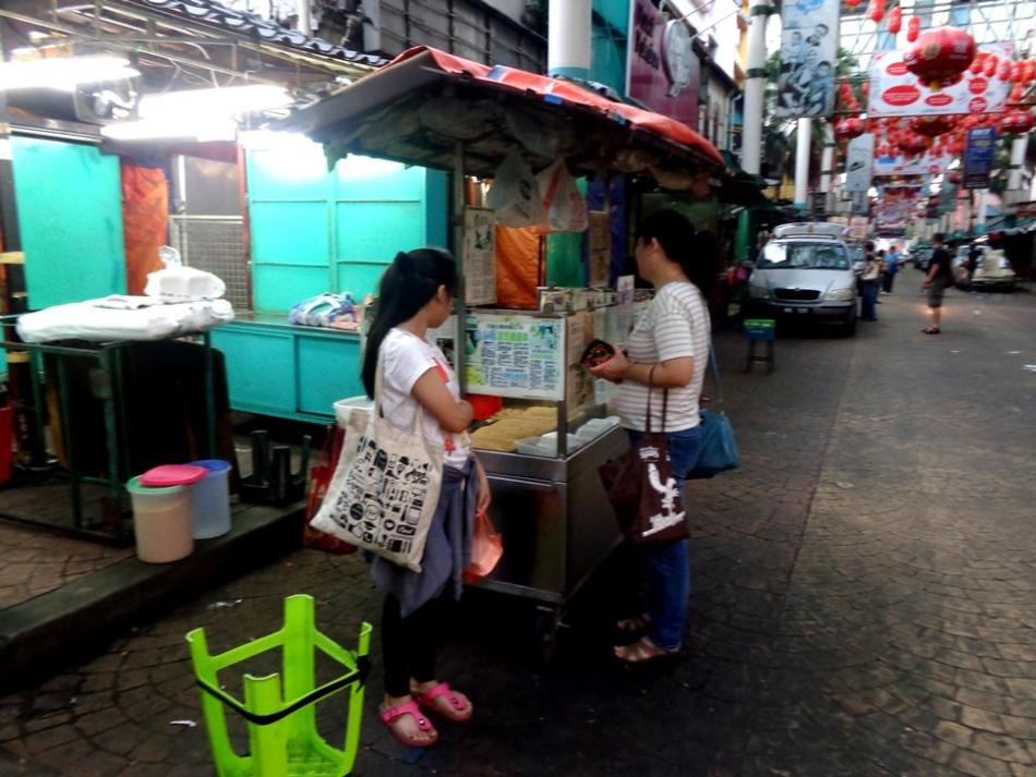 Suasana Petaling Street di waktu Pagi, sudah ada pedagang