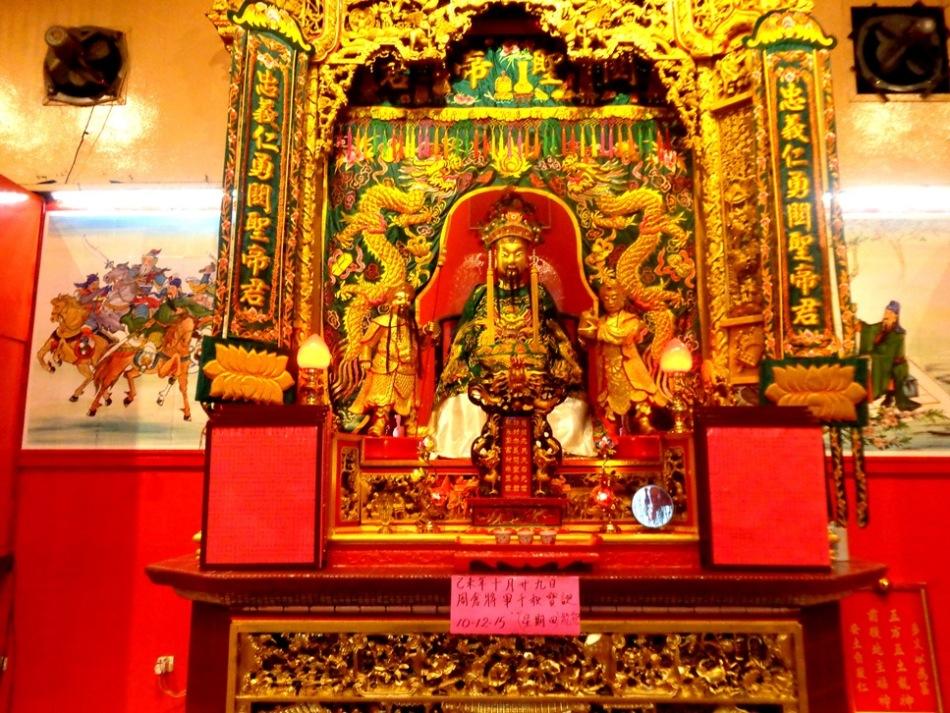 Patung Dewa Guan Di