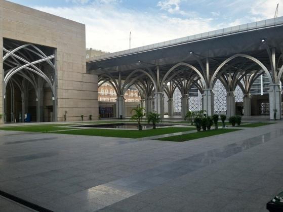 Pelataran Masjid Besi
